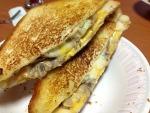 먹기만 간단한 주말저녁메뉴 - 치즈샌드위치와 연어셀러드