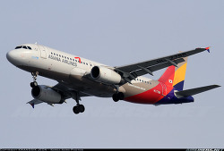 Asiana Airlines / Airbus A320-232 / HL7788