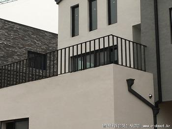 파주시 목동동 전원주택신축사례 : 큐블럭울타리,목재난간,회전계단,평철난간시공