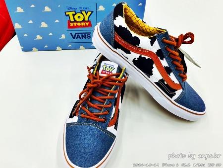 반스(VANS)신발과 토이스토리의 콜라보 컬렉션