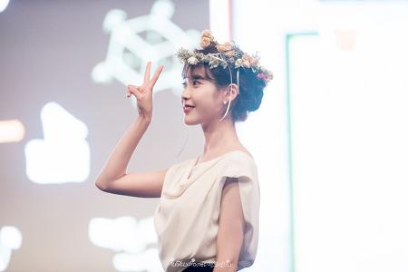 160918 아이유 데뷔 8주년 기념 팬미팅 포토타임 by 미스터신iu