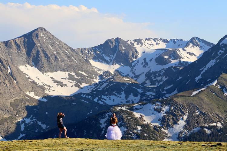 알파인 비지터센터(Alpine Visitor Center)의 짧은 트레일과 트레일리지로드에서 본 록키산맥의 풍경