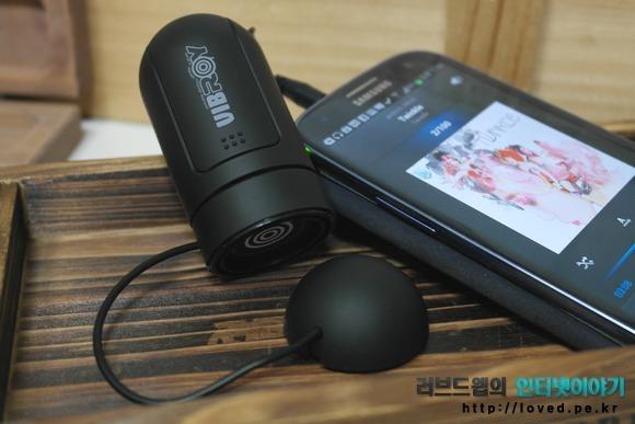 제닉스 진동 스피커 바이브로이 스마트폰 사용 모습