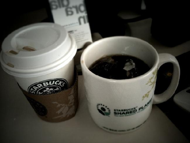 선배님들이 종종 사오시는 모닝 커피를 잘 얻어 먹는 호련 ^0^