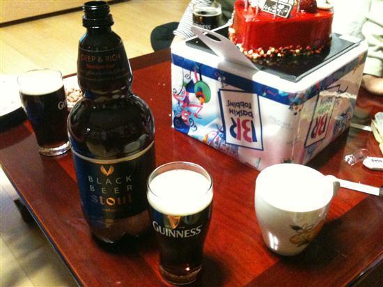 스타우트 그리고 보리로 만든 진짜 맥주 맥스(MAX) 3형제가 모이면 마시는 맥주