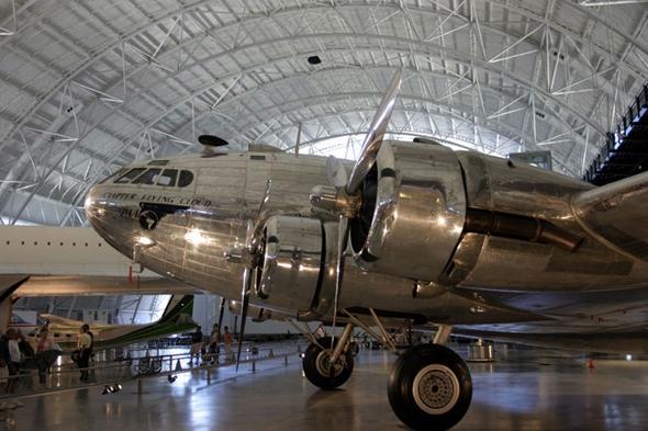 항공기관사 임무가 필요했던 최초의 항공기종 Boeing 307