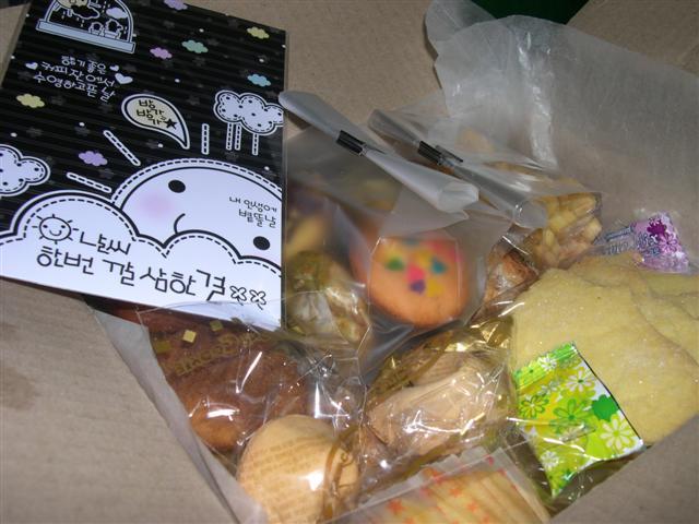 수제 쿠키와 카드