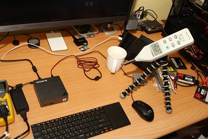 기가바이트 ,BRIX ,GB-BSi7-6500 ,미니 ,컴퓨터,IT,IT 제품리뷰,사무용 컴퓨터로 사용하기에 적당한 모델을 소개해봅니다. 크기가 작고 가벼우며 성능도 좋은 컴퓨터 입니다. 기가바이트 BRIX GB-BSi7-6500 미니 컴퓨터가 그것인데요. 크기가 작아서 모니터 뒤에 붙여서 사용이 가능 합니다. 덕분에 모니터가 사용되는 공간만큼만 사용할 수 있습니다. 덕분에 책상 공간을 더 넓게도 사용이 가능 하죠. 작다고 무시하진 마세요. 기가바이트 BRIX GB-BSi7-6500는 프로세서 성능이 생각보다 무척 좋습니다. 2코어 4쓰래드이지만 사무용으로 쓰기에는 성능이 넘치는 편이죠.