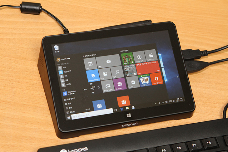 THINKWAY ,Touch ,MINI PC, 웨이코스 ,미니피씨,IT,IT 제품리뷰,후기,사용기,항상 켜놓고 사용해도 부담없는 PC가 있습니다. 작은 크기의 소형 컴퓨터인데요. THINKWAY Touch MINI PC 웨이코스 미니피씨 입니다. 개인적으로는 스틱PC보다 이 제품이 더 쓸모가 많아 보이는데요. 가정집에서 컴퓨터를 동영상 보기 메일 확인 문서 작업 용도로 많이 사용합니다. 이럴 때 이 제품은 상당히 이상적인 제품 입니다. 먼저 전력소모량이 무척 낮습니다. 화면이 붙어있어서 터치를 이용해서 좁은 공간에서도 THINKWAY Touch MINI PC 웨이코스 미니피씨를 컴퓨터처럼 사용할 수 있습니다. 멀티미디어 서버로도 사용이 가능 합니다. 외장하드를 여러개 연결해서 다운로드를 계속 걸어놓고 사용해도 부담이 없죠.