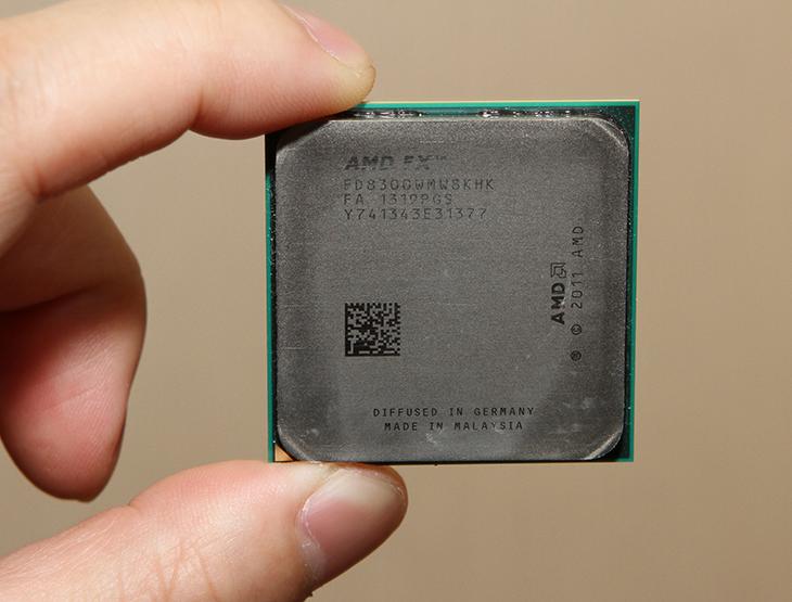 기가바이트, 990FX, GAMING, FX8300, AMD ,조립 ,컴퓨터,IT,IT 제품리뷰,조금 특별하고 재미있는 메인보드를 소개하려고 합니다. AMD 메인보드 쪽에서는 고급형 메인보드 인데요. 기가바이트 990FX GAMING과 FX8300를 이용해서 AMD 조립 컴퓨터를 만들어보려고 합니다. 케이스는 아이구주 나라테크윈 N-2AL USB 3.0을 이용했는데요. 좀 특이한 케이스와 장착을 해놓으니 기가바이트 990FX GAMING가 조금 더 돋보이기도 하네요. 이 메인보드는 보통의 AMD 메인보드 같지만 좀 특이하게 Type-C USB 3.1을 넣었습니다. 물론 Type-A의 USB 3.1도 들어가 있습니다. USB 3.1은 10Gb/s를 지원하므로 좀 더 빠른 속도로 디바이스를 연결할 수 있죠.