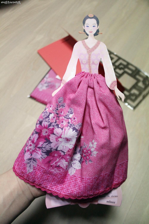 해외 외국인 친구에게 선물하기 딱! 인형이 입고 있는 한복치마가 손수건? 인형손수건 @피엔티