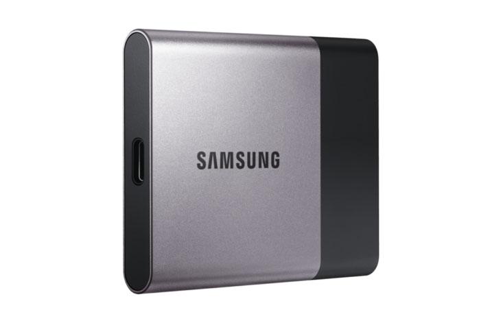삼성 SSD T3, USB 3.1, 아니다 ,USB 3.0, 저장장치,IT,IT 제품리뷰,삼성, SSD, T3 ,USB ,3.1 ,메탈디자인에 광고도 많이 하는 저장장치가 있는데요. 관련 리뷰들이 많이 올라오는데 좀 잘못된 점이 있어서 설명합니다. 삼성 SSD T3 USB 3.1 아니다 USB 3.0 저장장치 입니다. 최근 제조사에서 USB 3.0을 USB 3.1 Gen1 으로 표시를 하고 있는데요. 그런 이유때문에 USB 3.1 이라고 표기는 하고 있지만 실제로는 아닌 경우가 있습니다. 삼성 SSD T3가 그러한데요. 최초 공개될 때 USB 3.1이라고 나오는 바람에 더 혼돈이 있었고 Type-C 단자 형태로 변경이 있어서 그것을 더 혼돈하게 된 듯 하네요.