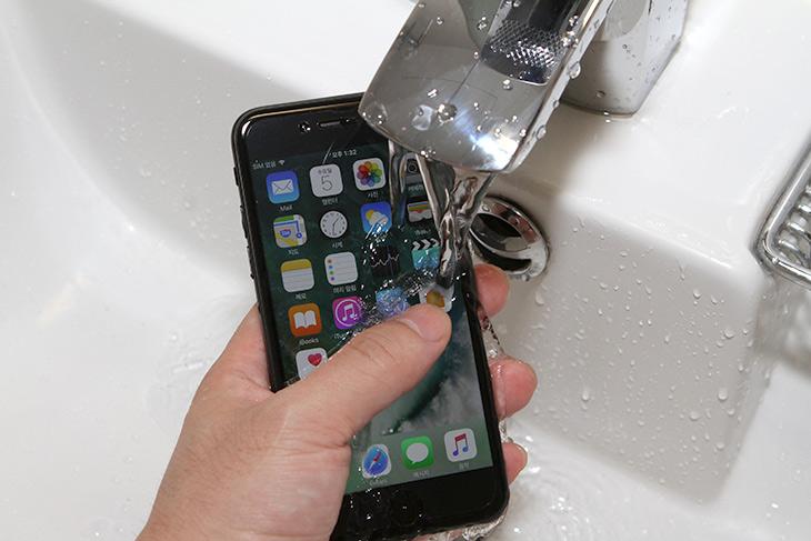 아이폰7 ,사전예약, 유플러스, 혜택, 알아둬야할 것,IT,IT 인터넷,드디어 기다리던 폰이 나왔는데요. 일단은 예약을 해야겠죠. 아이폰7 사전예약 유플러스 혜택 알아둬야할 것들을 살펴보려고 합니다. 단자가 하나 줄어든 단점이 있는 반면에 지금 나온 스마트폰 중에서 가장 오래가고 강력한 성능이 들어가서 기대감이 모아지고 있는데요. 아이폰7 사전예약 유플러스 빨리해서 만나보도록 하죠. 빨리 하면 혜택도 더 늘어납니다.