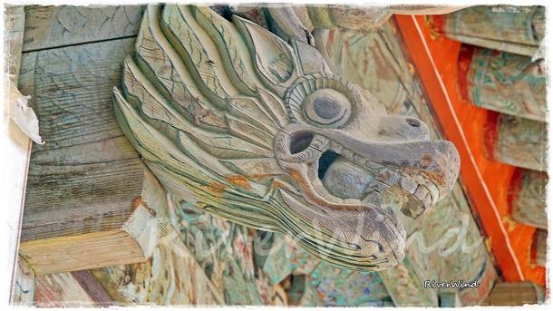 사찰에서 보는 아름다운 조각품