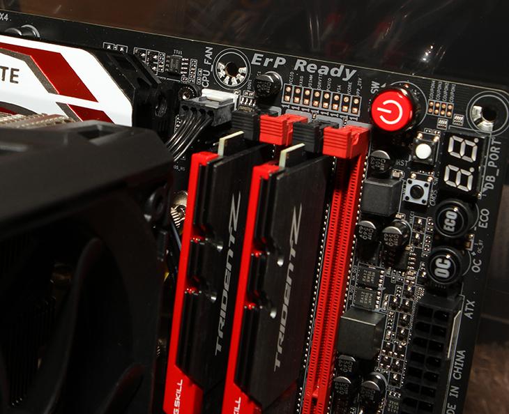 G.SKILL DDR4, 8G PC4-22400 ,CL15, TRIDENT Z 설치기,IT,IT 제품리뷰,컴퓨터,컴퓨터 부품,컴퓨터 조립,지스킬,지스킬 DDR4,G.SKILL DDR4 8G PC4-22400 CL15 TRIDENT Z 설치를 해 봤습니다. 스카이레이크 시스템에 잘 어울리는 메모리 인데요. TRIDENT Z 시리즈에는 더 높은 클럭의 메모리들도 많습니다. DDR3에서는 고클럭 메모리가 가격이 상당했지만 DDR4로 넘어가면서 클럭을 높이기가 더 쉬워서 G.SKILL DDR4 고클럭 메모리처럼 좀 더 저렴하면서 고성능의 메모리가 많이 나와있습니다. 앞으로는 DDR4 메모리가 더 많이 사용되게 될 것 입니다. 아직은 DDR3 메모리를 사용하는 시스템이 더 많아서 같이 혼용하여 사용되고 있긴 하지만, 시간이 지나면 모두 넘어가겠죠. G.SKILL DDR4 처럼 고클럭의 메모리들을 사용하면 오버클러킹에서 좀 더 좋은 성능을 낼 수 있습니다. DDR3 메모리를 사용할 때에도 지스킬 고클럭의 메모리를 저는 사용해왔었는데요. 이번에는 DDR4로 메인시스템을 만들어보도록 하겠습니다.