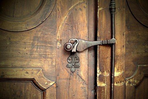 문을 조심해라.