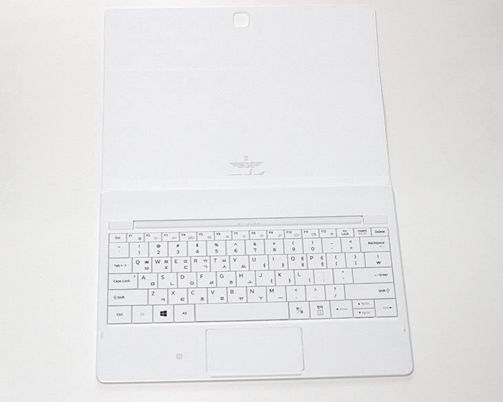 삼성 ,갤럭시탭 프로 S, 성능, 벤치마크, 확장성, 활용성,IT,IT 제품리뷰,코어M 프로세서를 사용한 태블릿들이 많이 나오고 있습니다. 개인적으로는 이런 태블릿을 좋아하긴 합니다. 삼성 갤럭시탭 프로 S 성능 벤치마크를 해보고 확장성과 활용성에 대해서 알아보려고 합니다. 이 태블릿은 스카이레이크 코어 M3 프로세서를 사용한 태블릿PC 입니다. 과거에는 태블릿PC 하면 휴대성을 생각하지 않을 수 는 없어서 성능이 나빴습니다. 삼성 갤럭시탭 프로 S 성능은 그런데 그렇게 부족하지 않습니다. 코어M 프로세서 덕분인데요.