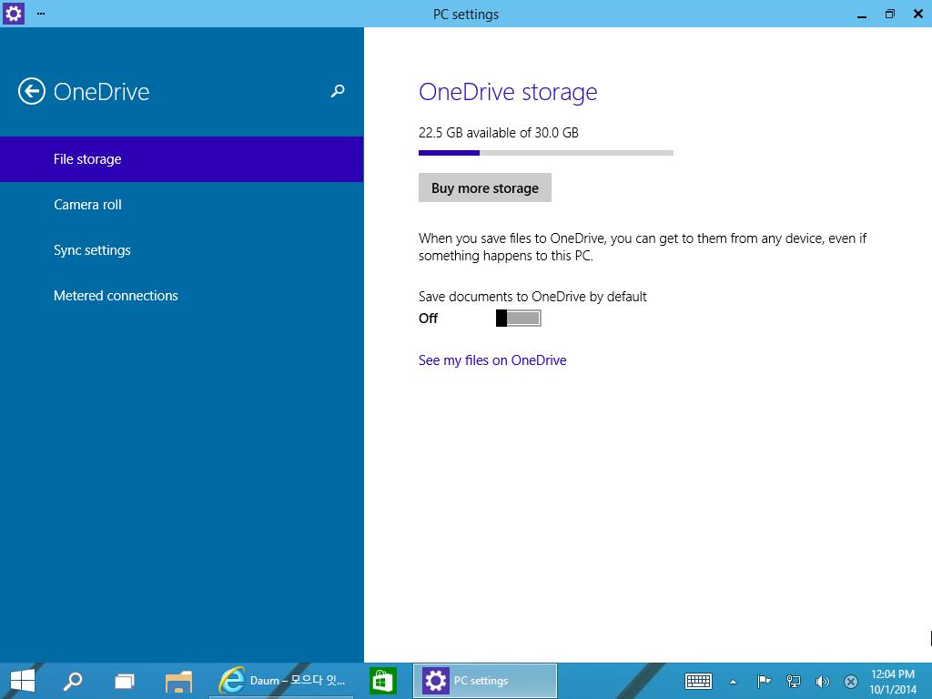 윈도우10 다운로드 ,프리뷰 버전 ,윈도우10 후기,Windows 10 Download,Widnows 10,윈도우10,윈도우 10,IT,운영체제,윈도우8.1,OneDrive,OneDrive 30GB,30GB,클라우드,클라우드 공간,윈도우7,업그레이드,창전환,가상데스크톱,참바,윈도우10 다운로드 사이트가 열렸습니다. 지금 현재 테크니컬 프리뷰버전 다운로드가 가능 하구요. 설치를 저도 해봤는데요. 그래서 윈도우10 후기도 올려보도록 하겠습니다. 윈도우8 때에도 처음 나오기 전부터 미리 사용을 해봤었는데 이번 버전은 윈도우10 다운로드 테크니컬 프리뷰 버전을 받아서 먼저 해보는군요. 물론 이번에 나온 것보다 좀 더 개선될 것이라고 하네요. 근데 큰 틀은 이번에 나온것과 거의 비슷할것으로 보입니다. 지금까지 그래왔으므로. 윈도우8을 쓰다가 윈도우10 다운로드 해서 써보고 난뒤 크게 차이나는 점은 참바가 이제는 없어졌습니다. 이전에 오른쪽 가장자리를 이용하는 참바라는 인터페이스를 계속 밀어붙였었는데요. 저도 이제는 익숙해졌구요. 그런데 이것을 없애버리고 이전 윈도우7에 익숙한 사용자를 배려해서 왼쪽 아래의 시작 버튼을 기준으로 앱으로의 접근, 프로그램으로의 접근을 모두 가능하도록 했습니다.  인터페이스는 더 플랫하게 변경되었습니다. 윈도우7이 올록볼록 좀 돌출된 느낌이었다면 윈도우10은 하얀 종이위에 선만 그어놓은듯한 디자인으로 변경이 되었구요. 물론 창이 서로 겹치는 부분에서는 그림자 효과라던지 창을 좀 더 돋보이도록 하는 효과가 적용 되었습니다. 또 하나 윈도우8.1 사용자도 놀라는 큰 변경점은 앱과 프로그램 구분이 이제는 업어졌다는 점 입니다 윈도우8.1 이하 윈도우8 에서는 앱은 전체화면으로 또는 1/2 1/8 크기로 뜨며 위아래가 가득 차게 나타났었지만 윈도우10에서는 앱도 하나의 소프트웨어 처럼 창으로 떼어내서 작업이 가능해졌습니다. 저도 사실 이것을 엄청 바래왔었는데요. 이제는 실현이 되었네요.이 외에 창 전화를 좀 더 편하게 하기 위해서 간이 가상 데스크톱을 넣었으며 Alt + Tab 또는 윈도우키 + Tab 간의 전환 구분을 확실히 했습니다.  그리고 또 하나 마이크로소프트는 클라우드 공간을 적극 활용해서 추후에는 윈도우 자체 백업도 클라우드로 모두 다 가능하도록 한다고 했는데요. SkyDrive 공간이 윈도우8때에는 7GB였죠. 윈도우8.1로 넘어가면서 OneDrive로 이름도 바꾸고13GB 정도로 늘었는데 이번에 윈도우10이 나오면서 30GB로 최종적으로 또 늘었습니다. 지금 늘어난 OneDrive 공간은 윈도우8.1에서도 그대로 적용 됩니다. 클라우드 공간이 늘어나고 점점 속도도 올리는 추세라 점점 쓸모가 더 많아지리라고 생각 듭니다.