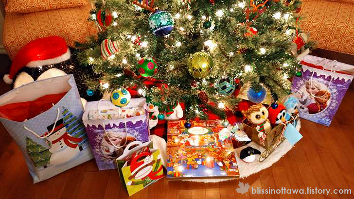 크리스마스 트리 밑 선물 입니다