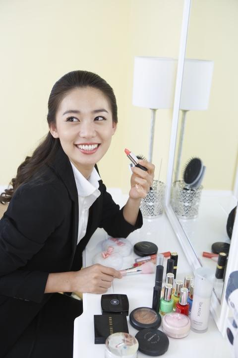 화장, 직장인, 직장 여성, 여성직장인, 평균 화장 시간, 화장하는 이유