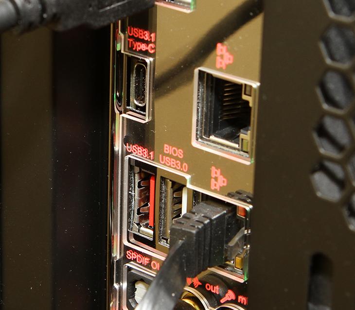 기가바이트,썬더볼트3 ,40Gb/s,속도, DAS, NAS, 활용,IT,IT 제품리뷰,USB 3.1 10Gbps를 사용할 수 있는 것이 어떤것이 있을까요. 최신 인터페이스에 맞는 장치를 찾아봤습니다. 기가바이트 썬더볼트3 40Gb/s 속도를 활용할 수 있는 DAS NAS 활용 부분과 외장 저장장치에 대해서 살펴보겠습니다. USB 3.1 Gen2는 기존의 USB 3.0 (USB 3.1 Gen1) 보다 월등하게 빠른 인터페이스 입니다. 4K 편집 작업 등을 할 때 좋은데요. 기가바이트 썬더볼트3는 40Gb/s를 지원 합니다. 아직까진 단일 장치로 이 속도를 지원하는 장치가 없을정도로 빠른 속도이죠. 물론 이것을 활용할만한 기기들은 있습니다.