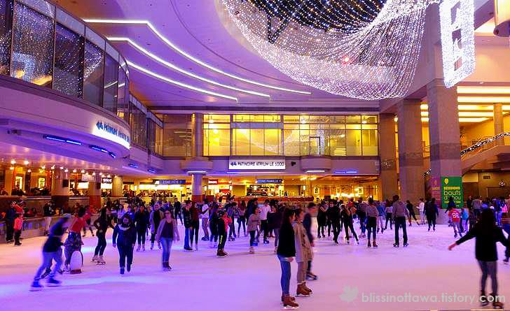 몬트리올 쇼핑몰 스케이트 링크 입니다