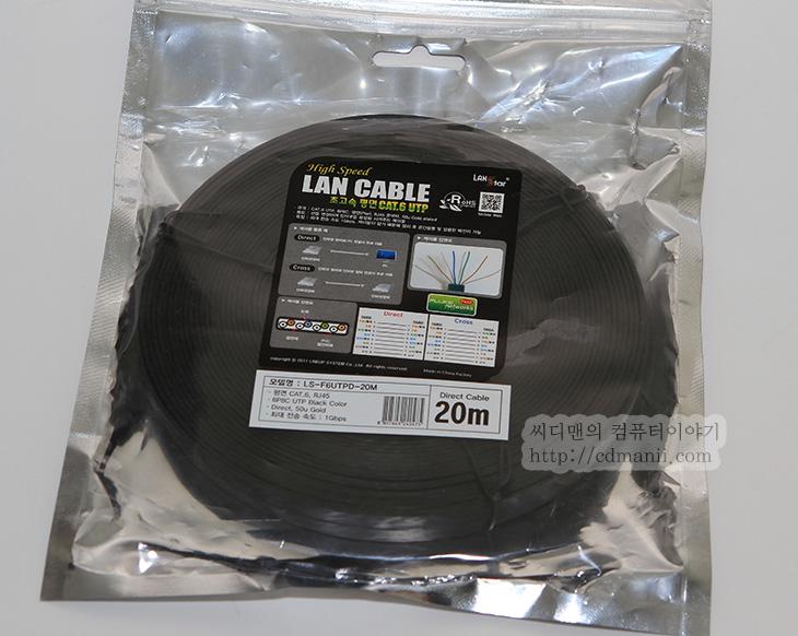 플랫 랜케이블, 얇은 랜선, LANstar CAT.6 UTP 평면 랜 케이블, IT, 랜선, 얇은, 사용기, 유무선공유기,플랫 랜케이블 일명 얇은 랜선을 써봤습니다. LANstar CAT.6 UTP 평면 랜 케이블으로 검색하면 나오는 제품인데요. Fluke의 인증도 받았다고 되어있는 케이블입니다. 근데 인증받은 케이블은 꽤 여러종류가 있습니다. 꼭 이케이블이 아니더라도 상관은 없을듯. 플랫 랜케이블은 얇은 랜선으로 밟아도 괜찮은 케이블 입니다. 얇은 이유로 문틈이나 좀은 틈 사이에 넣어서 정리도 유용합니다. 제가 사는곳은 유무선공유기가 있는 곳과 제가 있는 방과의 거리가 좀 있습니다. 유무선 공유기를 방으로 가져오려니 반대로 걸리는 선이 너무 많아서 유무선공유기에서 긴 랜선을 연결 후 작은 방에서 다시 허브를 이용해서 분기하여 사용하기로 했습니다.  LANstar CAT.6 UTP 평면 랜 케이블 20M를 주문했는데 길이는 꽤 넉넉해서 15M를 주문해도 될뻔했네요. 참고로 20미터나 되지만 신호율은 CAT.6 케이블이라서 그런지 떨어지지 않고 성능은 그대로 모두 다 나오더군요. 업 다운 대칭 광랜인데 모두 속도가 꽉 차서 나옵니다. 선이 얇아서 장판 아래에 깔아서 이동하니 선도 보이지 않고 정리하기가 좋더군요. 길이가 짧은 케이블도 있어서 랜선은 얇으면 무게도 가볍고 정리도 더 편하기 때문에 모두 나중에 바꿀 생각 입니다.