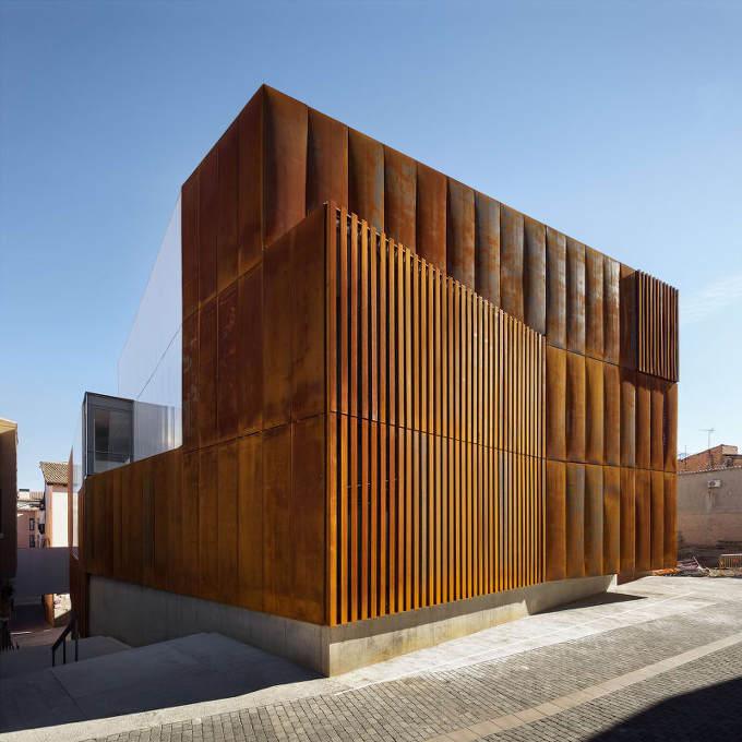 내후성강판 입면 스페인 법원 Arquitecturia Josep Camps Amp Olga