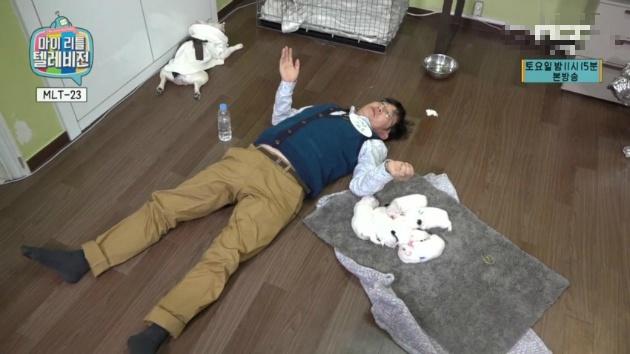 누워서 방송하는 이경규