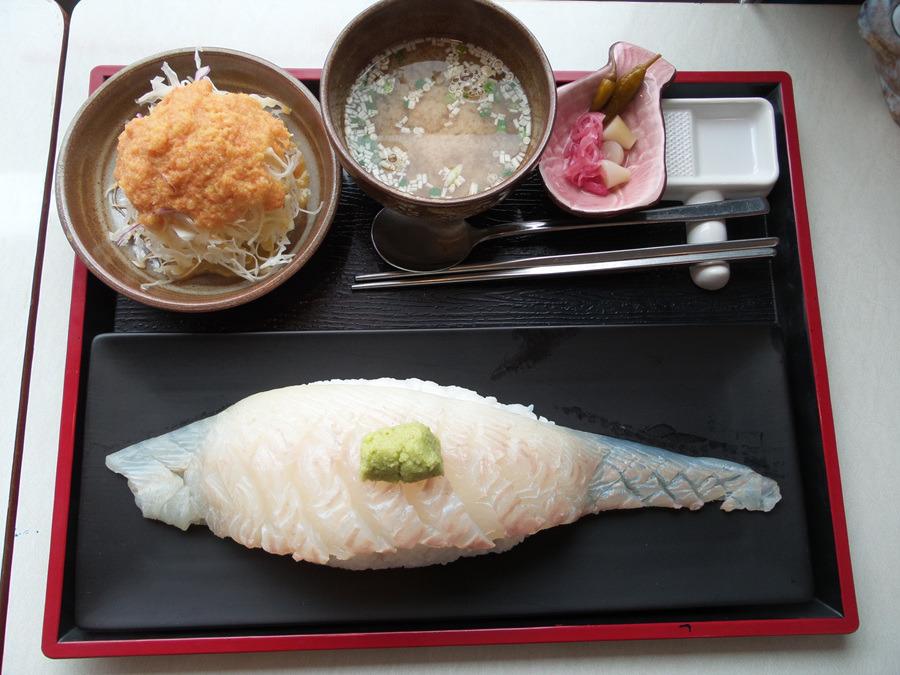 예약부도로 탄생한 뜻깊은 용초밥 - 초밥군커피씨