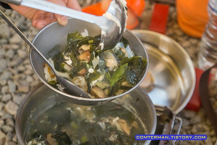 캠핑장 굴국밥