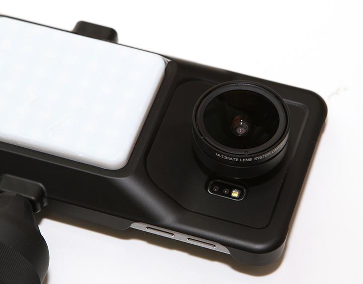 캠온, 럭사에디션 ,갤럭시S6, 광각 ,망원 ,초광각, 어안 ,접사렌즈,IT,IT 제품리뷰,카메라,사진,화소,스마트폰으로 사진을 찍으면 무척 편리합니다. 항상 들고다니면서 가볍게 사진 찍은 뒤 바로 SNS 공유가 가능하니까요. 캠온 럭사에디션 갤럭시S6 광각 망원 초광각 어안 접사렌즈를 이용하면 스마트폰의 능력을 훨씬 더 올릴 수 있습니다. 화각을 변경하여 재미있는 사진이 가능하죠. 캠온 럭사에디션 갤럭시S6 은 전용킷으로 되어있는데요. 총 5개의 렌즈를 이용해서 특이한 사진을 만들 수 있습니다. 최근에 나온 스마트폰 들은 화각을 점점 넓게 하고 있습니다. 센서가 커지면서 화각도 덩달아서 커지는 것이도 하지만 좀 더 넓은 사진을 담고 싶은 니즈가 반영된 것이죠.