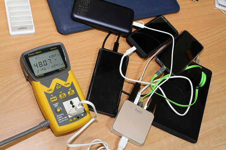 UM2 고속충전기, 퀄컴 퀵차지 3.0, 9V ,12V ,고속 충전 테스트,IT,IT 제품리뷰,요즘은 혼자서도 스마트기기를 여러가지를 씁니다. 이 글을 보시는 분도 그럴겁니다. UM2 고속충전기 퀄컴 퀵차지 3.0 지원하는 충전기를 이용하여 9V 12V 고속 충전 테스트를 해 봤습니다. 이 제품은 QC3.0을 지원 합니다. UM2 고속충전기는 스마트폰이나 태블릿 또는 보조배터리 등을 아주 빠른 시간에 충전할 수 있습니다. 그리고 여러가지 장치들을 효율적으로 충전할 수 있도록 되어있는데요.