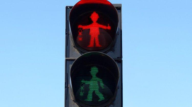 독특한 디자인을 하고 있는 독일의 신호등