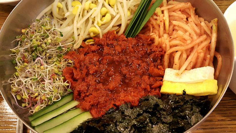 푸짐한 비빔밥