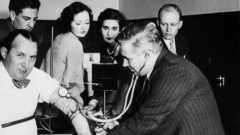 원더우먼 탄생 - 거짓말 탐지기 발명가 마스턴과 페미니즘